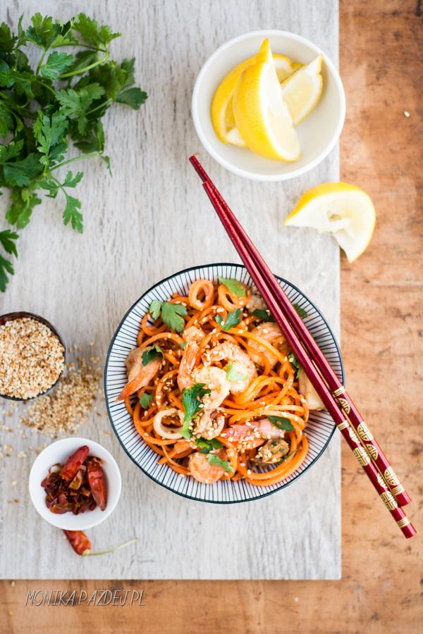 FIT & EASY – azjatycki makaron z marchewki z krewetkami
