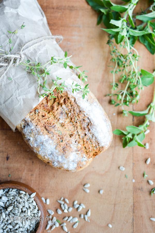 chlebek na sodzie z ziołami